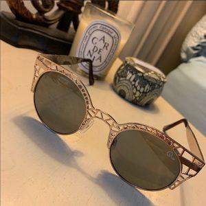 QUAY- Fluer Gold Sunglasses